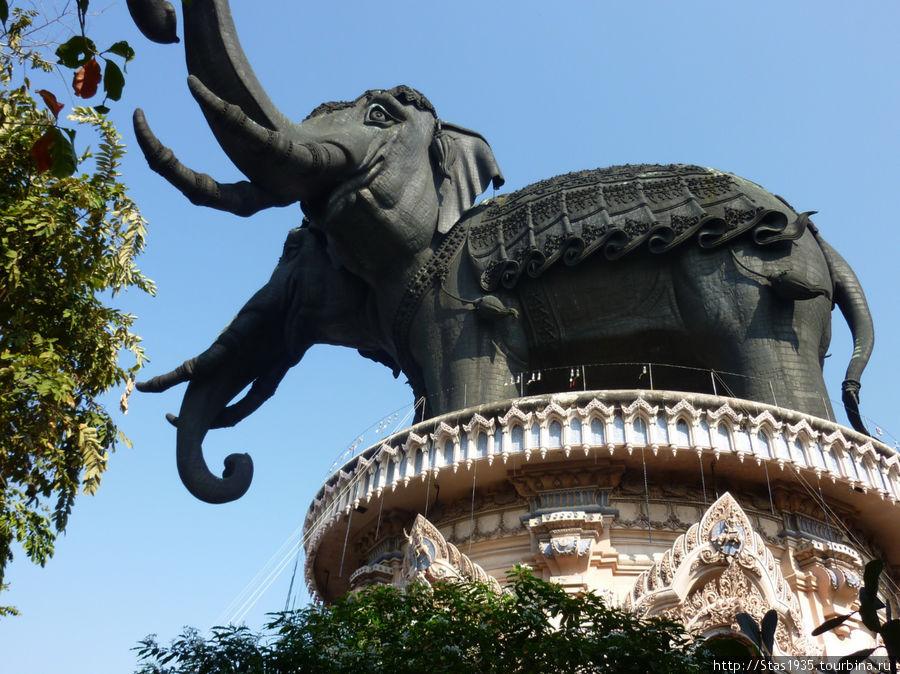 Мифический слон Эраван.