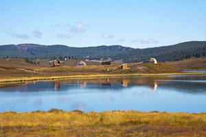 Навигатор написал, что это озеро Безымянное... но в Улагане столько озер, что разобраться какое из них какое не под силу даже навигатору