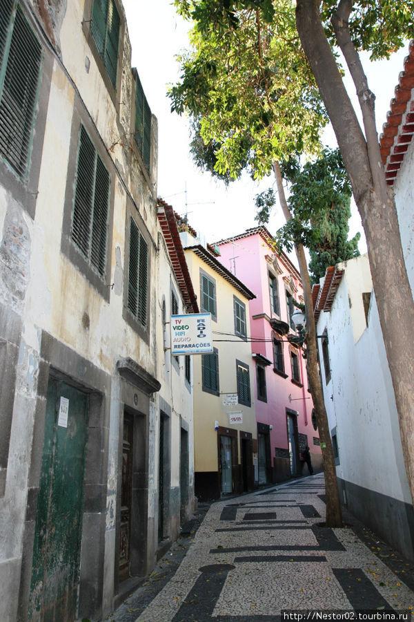 Улица рядом с отелем.