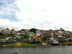 На подходе к Манаусу живописные фавелы, не уступающие фавелам в Рио