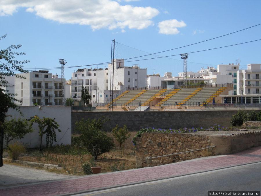 Футбольный стадион не далеко от автобусной станции