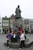 Памятник И.Босху на рыночной площади.
