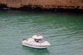Кораблик входит в порт.
