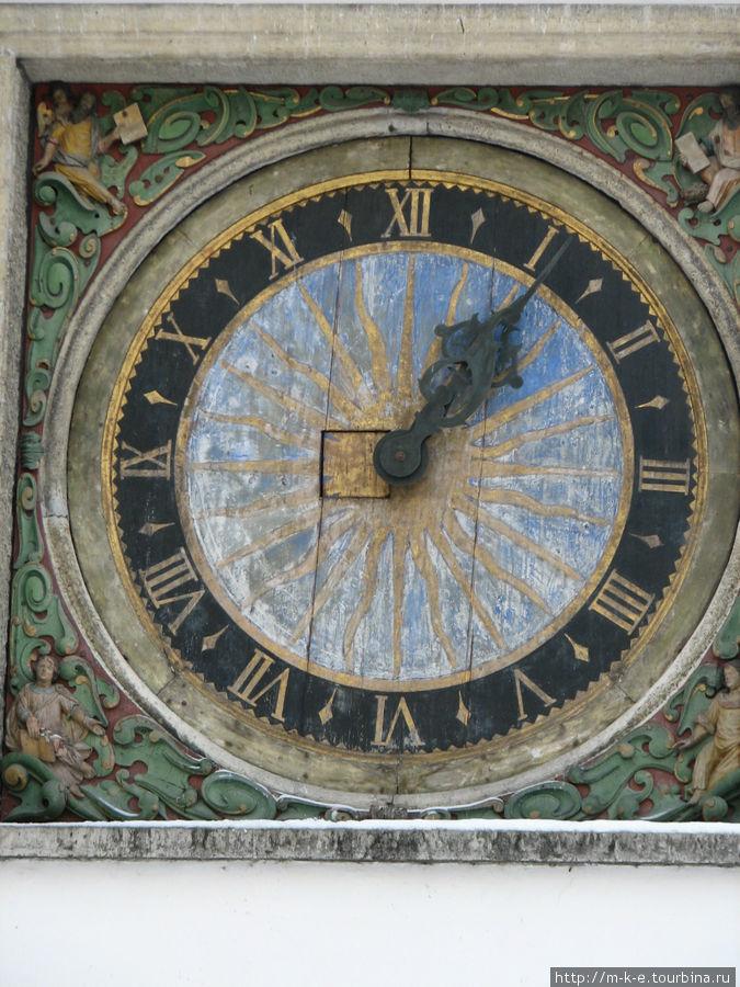 Часы на церкви Пюхавайму (Святого Духа)