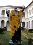 Св.Франсиска Ксавьера в цветах. Цветы — это почетно.