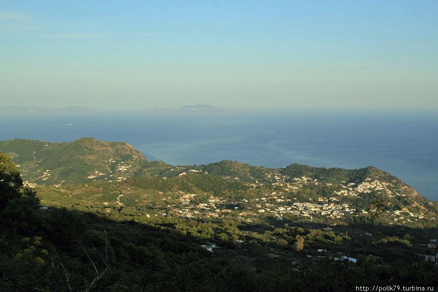 Вид на Капри с вершины.