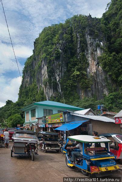 Улица Rizal рядом с отелем, направление в сторону пляжа Corong Corong