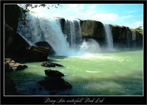 Dray Nur. В декабре сухой сезон, но все же водопад меня поразил. Тут мы зависли надолго.