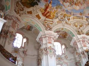 Капители и часть центральной купольной фрески
