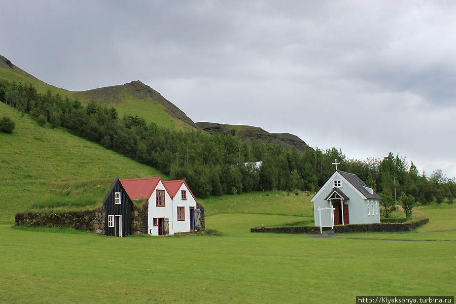 Жилые дома и церковь