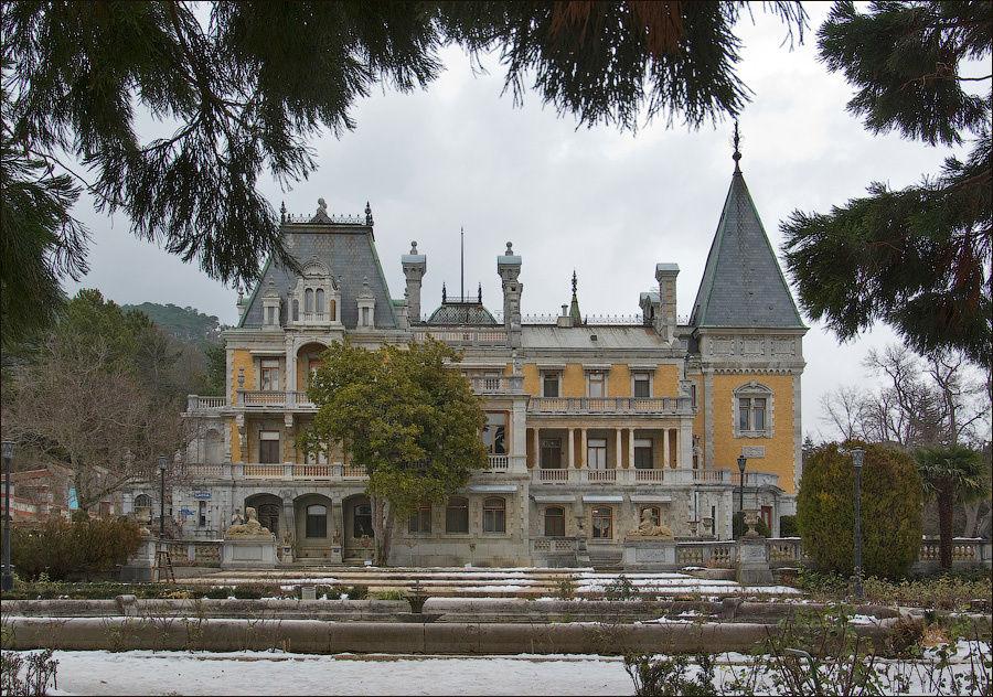 Дворец Александра III красив в любую погоду