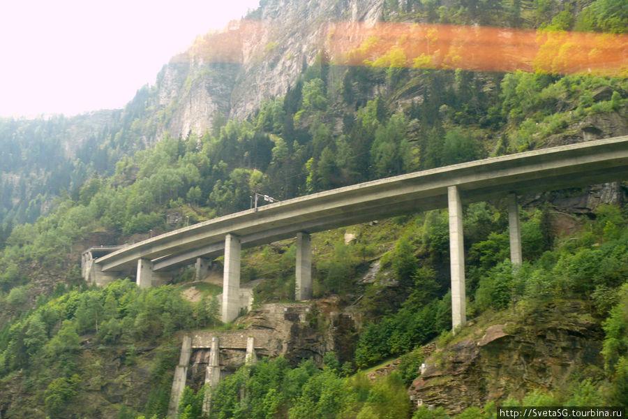 Качество конечно никакое, т.к. через стекло и солнца нет, но само сооружение дорог в горах — супер! Это просто чудо инженерной мысли.