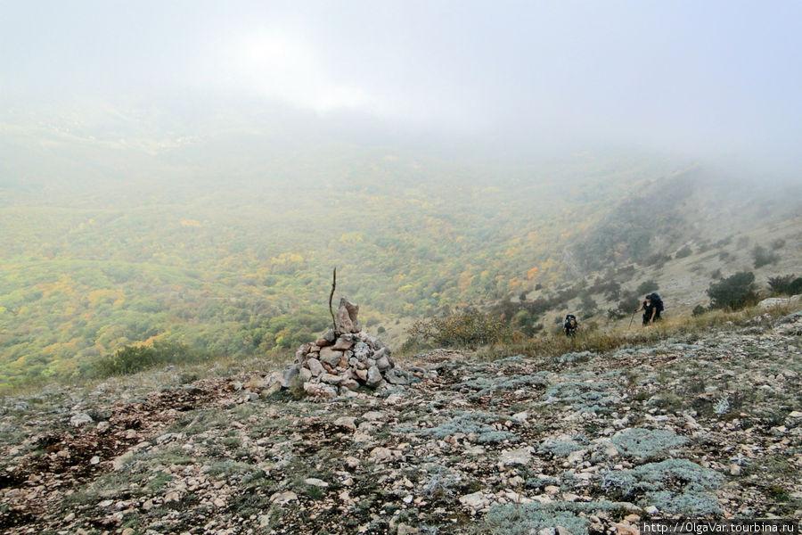 Туман-облако стало преследовать нас по пятам, словно преграждало путь на Чатыр-Даг