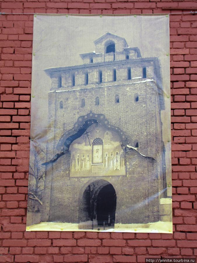 Пятницкие ворота Кремля.