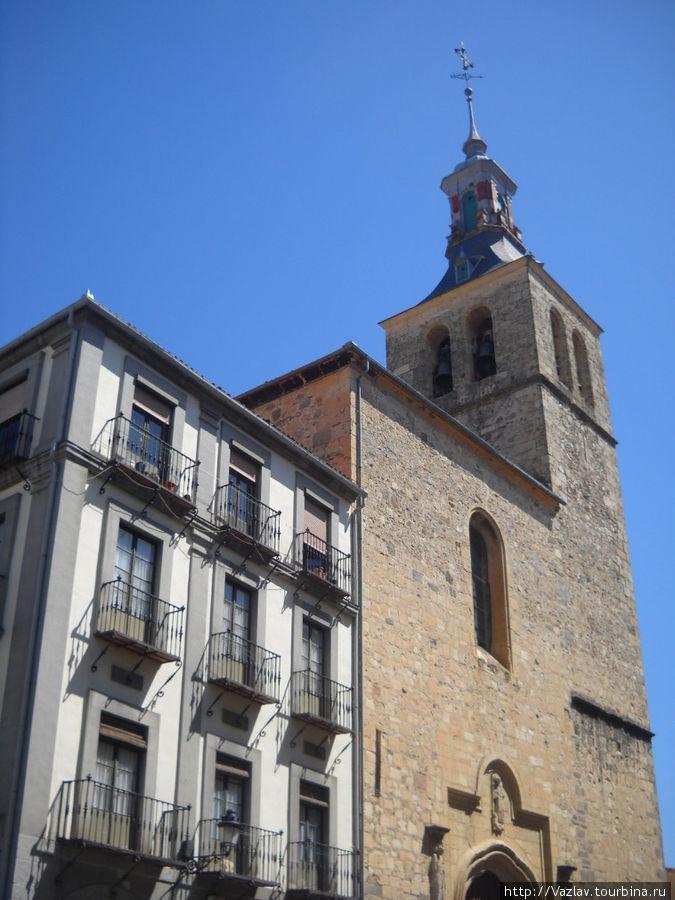 Колокольня и фасад