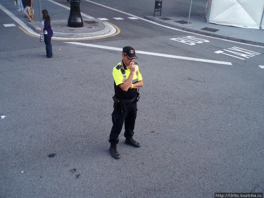 каталонский полицейский на страже