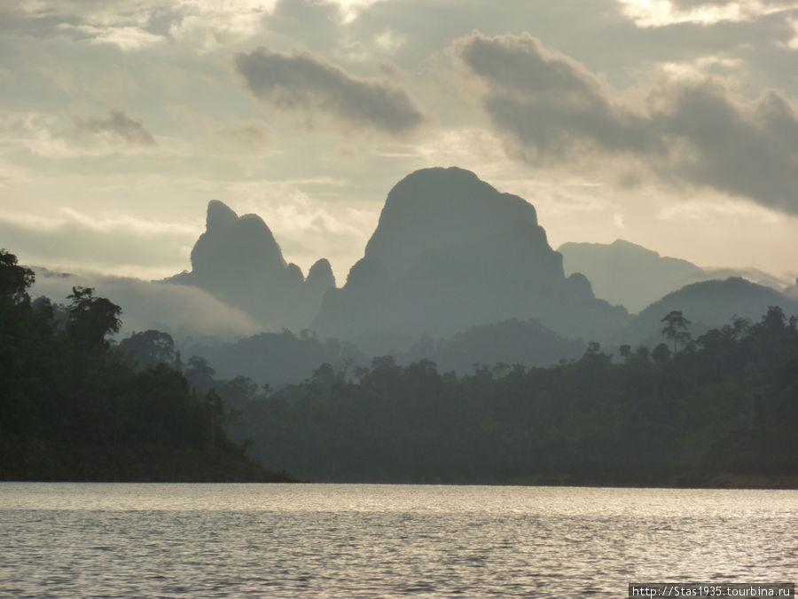 Южный Таиланд. Национальный парк Као Сок. Озеро Чиеу Лан.