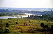 На Припяти множество островков, проток и стариц. На протяжении 500 километров река судоходна.  В районе города Мозыря Припять резко поворачивает направо и устремляется к Украине, где и впадает в могучий Днепр.