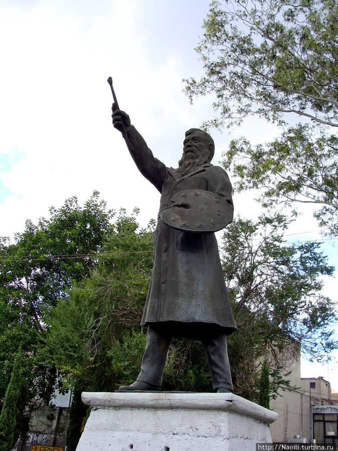 Памятник художнику Хосе Мария Веласкес — может быть он причастен к тайне?
