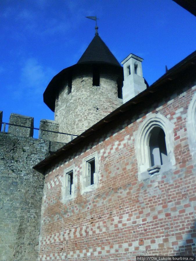 Внутри крепости — Дворец коменданта