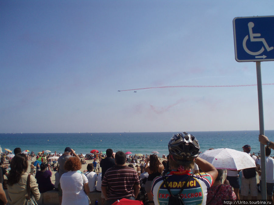 авиашоу над пляжами Барселоны
