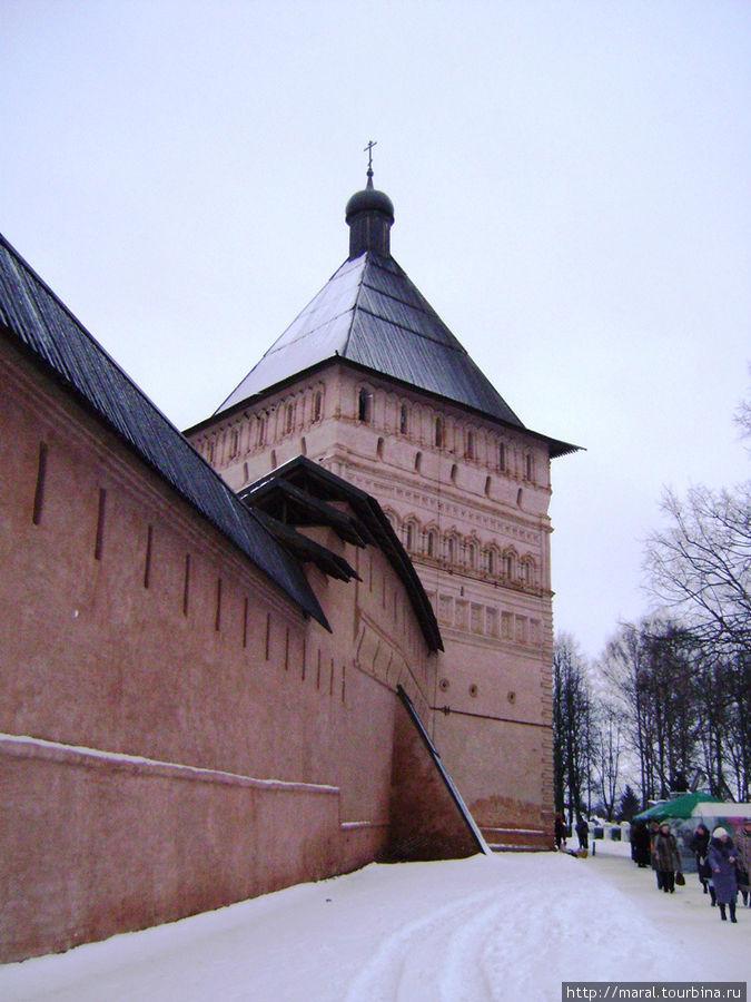 Каменная крепость построена в конце XVII века по всем правилам фортификации