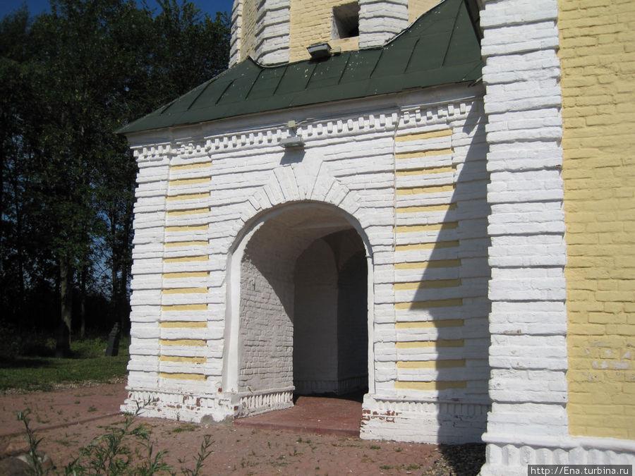 Троицкая церковь. Крыльцо. Фрагмент