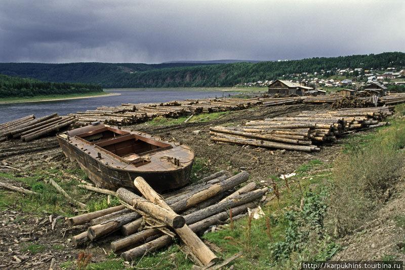 Лесозаготовки — один из видов хозяйственной деятельности в Байките.
