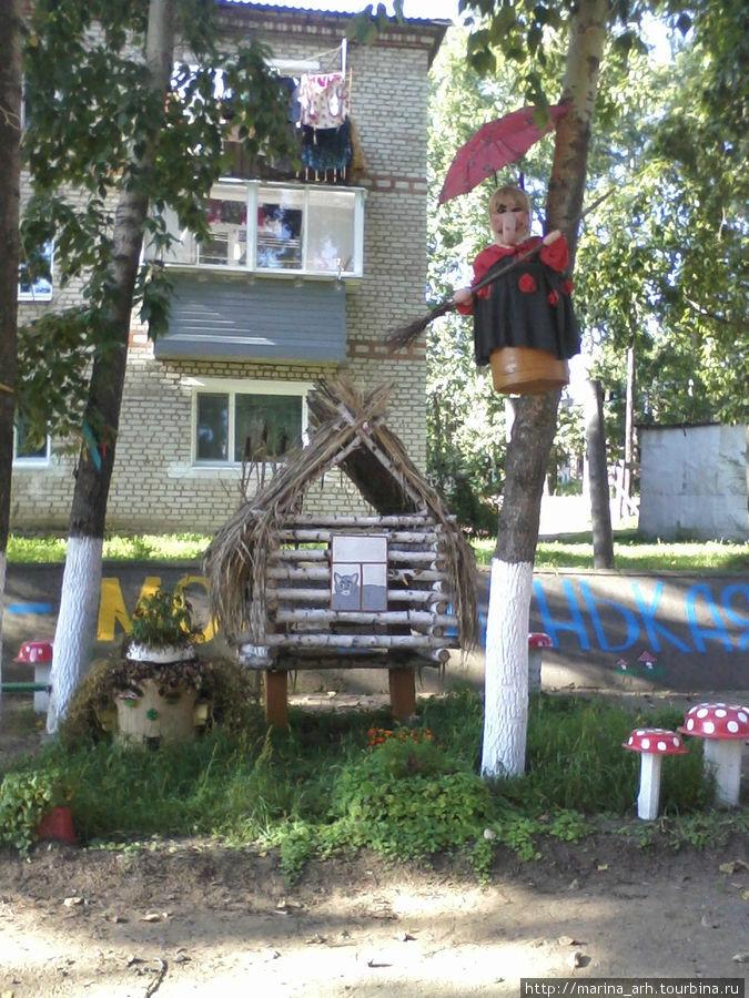 А так украшают свои дворы местные умельцы