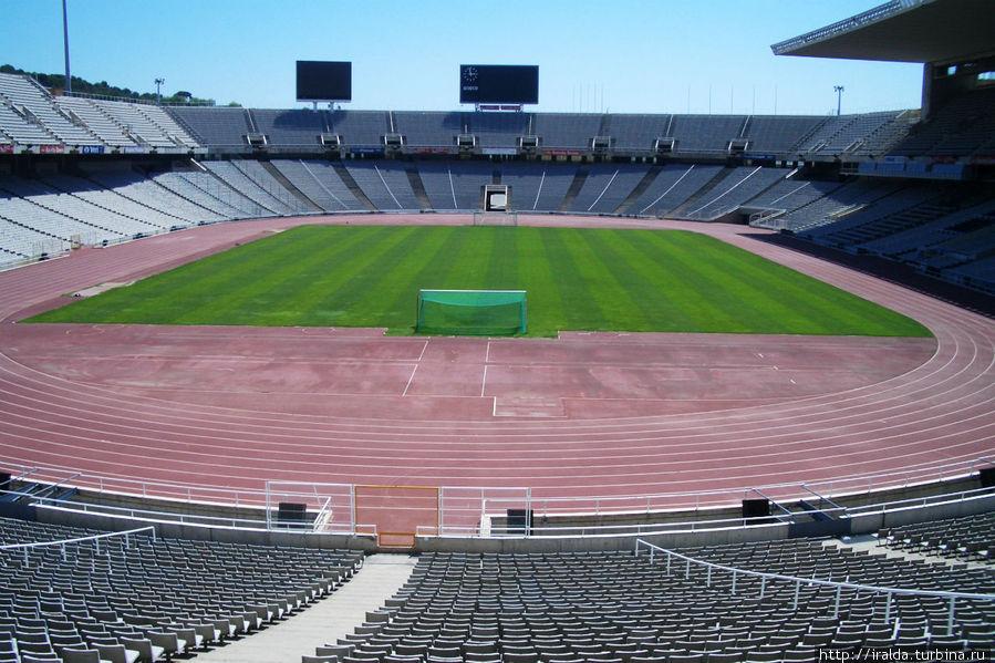 самый маленький олимпийский стадион (на 56 тыс.человек), где Монсеррат и Меркури открывали гимном «Барселона» Олимпиаду в 1992 году.