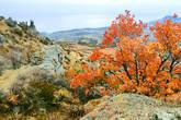 Со стороны долины склоны Демерджи  покрыты скалистыми скульптурами, издали похожими на огромных застывших людей