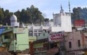 На холмах Утакамунда среди домов много мечетей