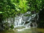 каскады водопадов вполне натурального происхождения