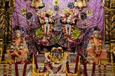 Мурти Бхактиведанты Свами Прабхупады и его духовного учителя Бхактисиддханты Сарасвати Госвами.