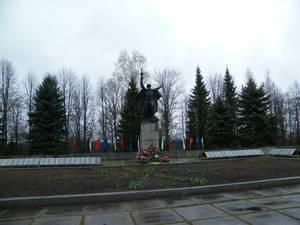 Мемориал нашим воинам в центре города Холм
