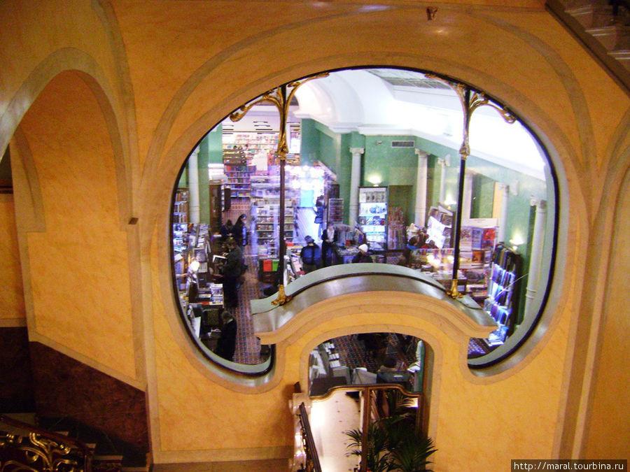 Торговый зал Дома книги