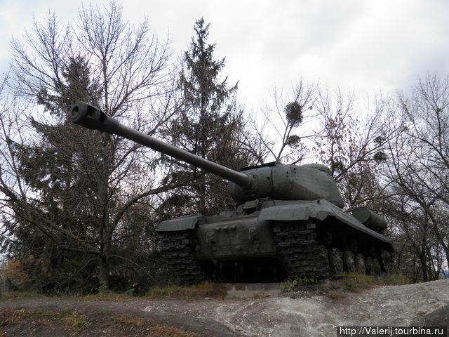 Танк ИС — основное ударное оружие.