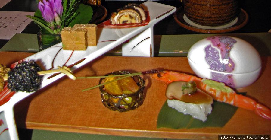 Стартер напоминал блюда суши-бара. Корзинка была съедобная, а в яйце спряталась...