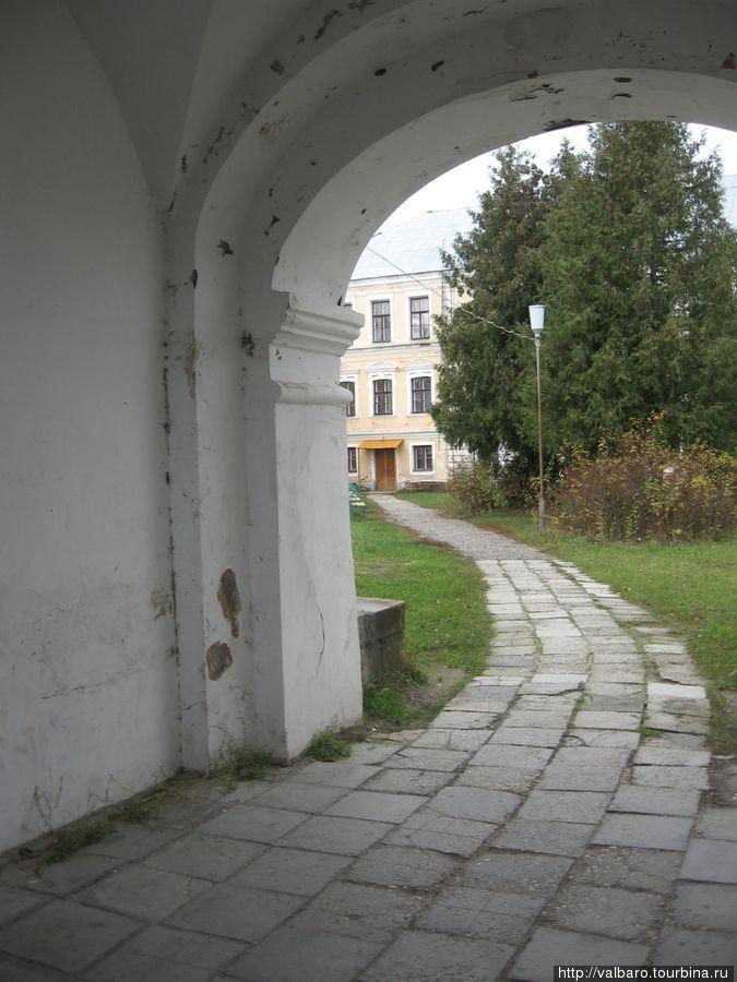 Проход во внутренний дворик дворца.