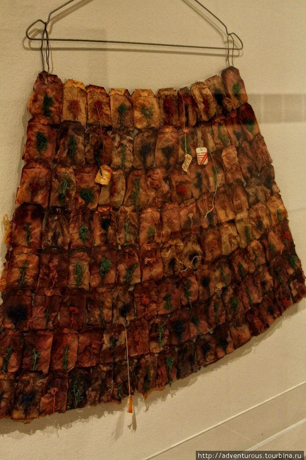 Чтобы вы не думали, а это юбка из чайных пакетиков.