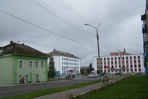 Гостиница и администрация на центральной площади Харовска