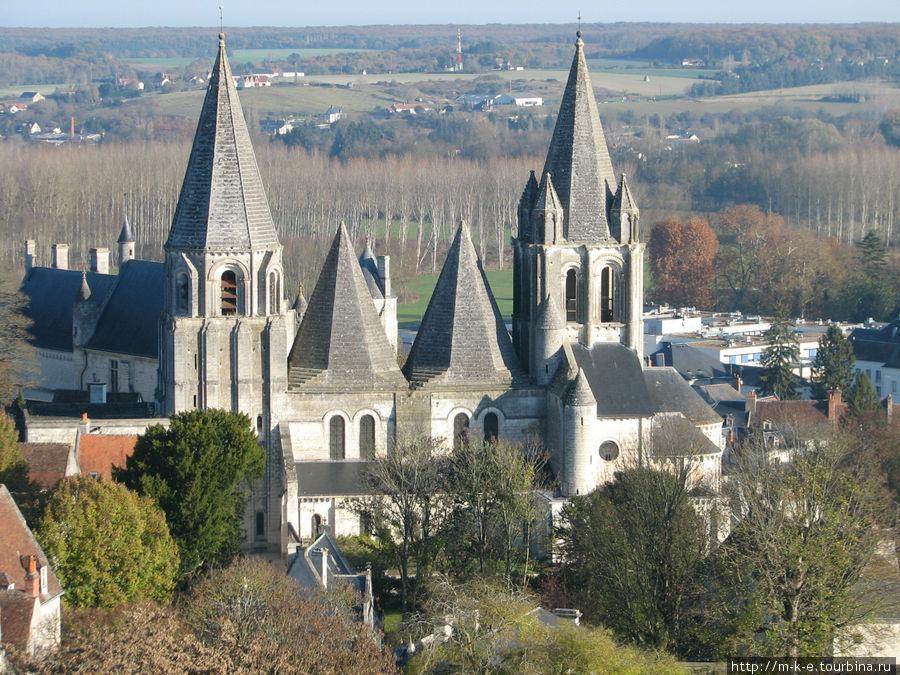 Виды города Лош — церковь