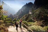 Кроме природных достопримечательностей, в Хуаншане так же построены более двухсот храмов, пагод, мостиков и т.д.