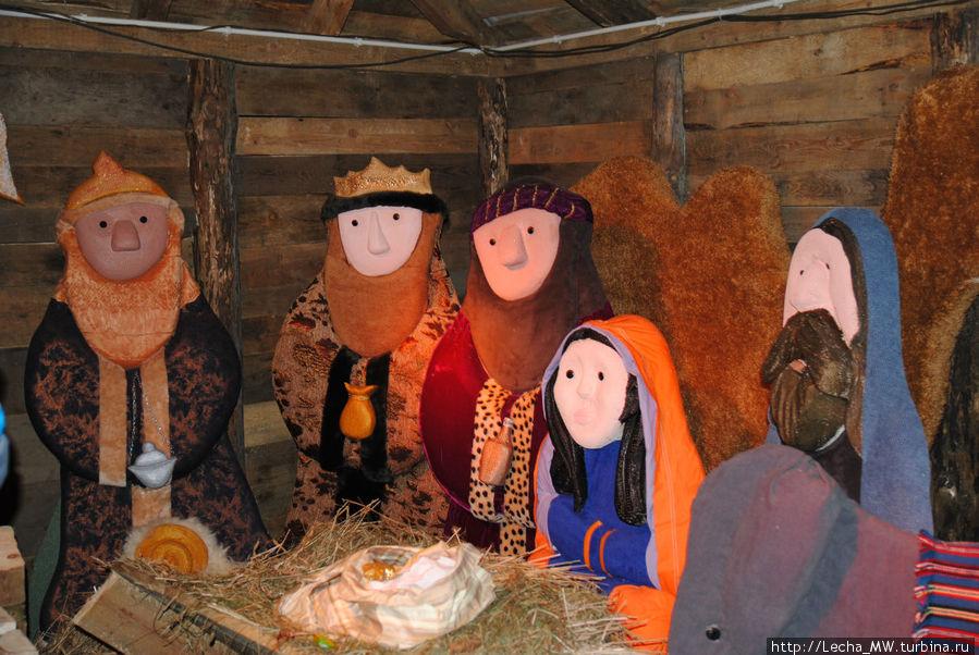 Рождественский вертеп около монастыря