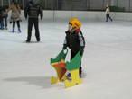 Так детки учатся кататься.