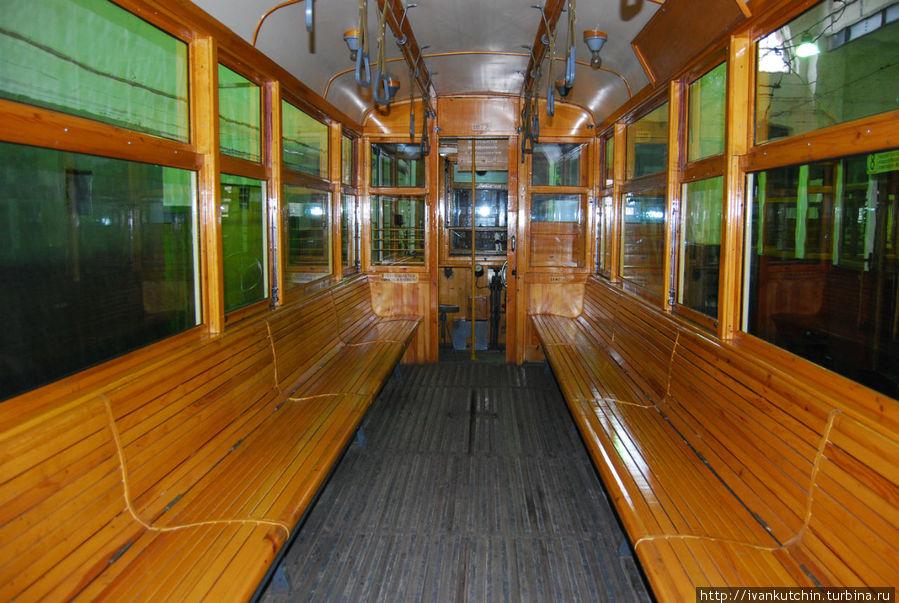 Один из первых трамваев
