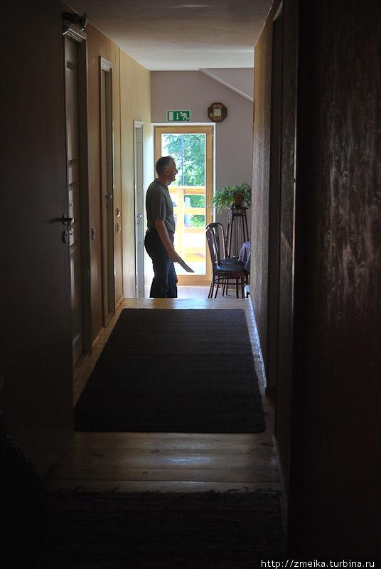 Коридор с комнатами, а в конец кухня и дверь на балкон