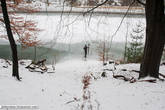 Эльба хорошо промерзла в этих местах, но проверить ради того, чтобы просто проверить, толщину льда это очень по-русски...