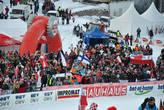 В толпе даже финские флаги замечены