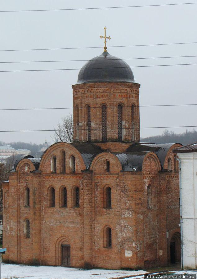 Храм Петра и Павла — постройка XII века (реставрированная).